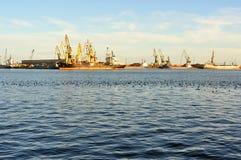 Chantier naval roumain dans la ville de Constanta Image libre de droits