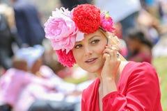 CHANTILLY - JUNI 15: Livsstil på Prix de Diane i racerbana, nära Paris på Juni 15, 2014, Frankrike Royaltyfri Fotografi