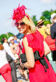 CHANTILLY - JUNI 15: Livsstil på Prix de Diane i racerbana, nära Paris på Juni 15, 2014, Frankrike Arkivfoton