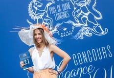 CHANTILLY - JUNI 15: Livsstil på Prix de Diane i racerbana, nära Paris på Juni 15, 2014, Frankrike Arkivbilder