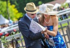 CHANTILLY - JUNI 15: Livsstil på Prix de Diane i racerbana, nära Paris på Juni 15, 2014, Frankrike Royaltyfria Foton