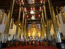 Chanting a Buddhist sutra at Chedi Luang temple Stock Photo