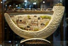 Chanukah candlestick w okno pamiątkarski sklep Obraz Royalty Free