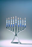 Chanukah Menorah con le candele di Lit Immagini Stock