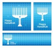 Chanukka-Gruß-Karte Fahnenschablone mit glücklichem Chanukka-Beschriftungstext auf blauem Hintergrund Lizenzfreies Stockbild