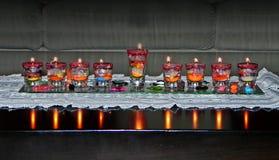 Chanukka-Lampe u. x28; hanukia& x29; mit brennenden Kerzen Lizenzfreie Stockfotografie