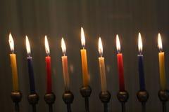 Chanukkahstearinljus för judisk ferie av ljus arkivfoto