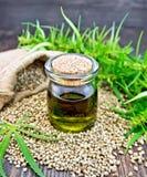 Chanvre d'huile avec la graine à bord Images stock