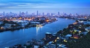 Chao Река Phraya с грандиозным дворцом & Wat Phra Kaew, Бангкоком, Tha Стоковая Фотография