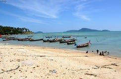 Chao Lo, Thailand: Vissersboten en Strand Stock Foto
