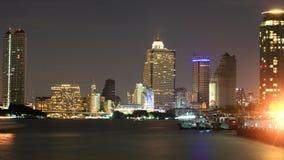 Chao Phraya河视图在晚上 免版税库存图片