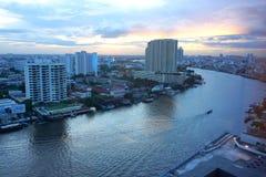 Chao Phraya на сумраке Стоковое Изображение