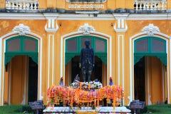 Chao Phraya Abhaibhubejhr Hospital och thailändskt museum för traditionell medicin Arkivfoto
