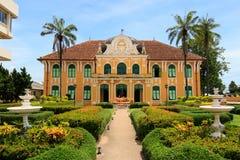 Chao Phraya Abhaibhubejhr Hospital och thailändskt museum för traditionell medicin Royaltyfria Bilder