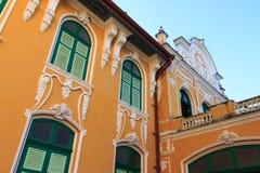 Chao Phraya Abhaibhubejhr Hospital och thailändskt museum för traditionell medicin Arkivbild