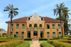 Chao Phraya Abhaibhubejhr Hospital och thailändskt museum för traditionell medicin Royaltyfri Foto
