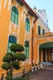 Chao Phraya Abhaibhubejhr Hospital och thailändskt museum för traditionell medicin Royaltyfri Bild