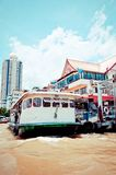 Chao Phraya River, boat and houses in Bangkok Stock Photography
