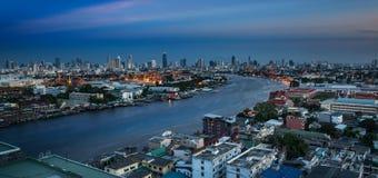 Chao Phraya River con el palacio magnífico, Wat Phra Kaew y Wat Arun, B imagen de archivo libre de regalías