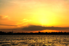 Chao Phraya River do por do sol Fotografia de Stock Royalty Free