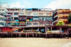 Chao Phraya River and houses in Bangkok Royalty Free Stock Photography