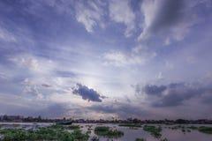 Chao Phraya River på solnedgången Arkivfoto