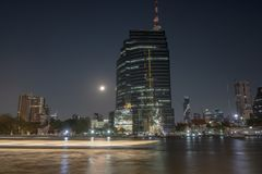 Chao Phraya River And The-Stadt stockfotografie