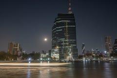 Chao Phraya rzeka I miasto fotografia stock