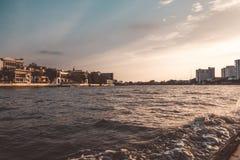 Chao Phraya rzeka w wiecz?r bangkok Thailand obrazy stock