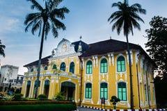 Chao Phya Abhaibhubejhr Hospital i Thailand Arkivbild