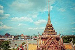 Chao Praya River and temple in Bangkok Royalty Free Stock Images