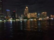 Chaopraya Fluss nachts Stockfotografie