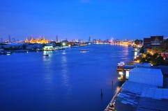Chaopraya rzeka Prakaew i Wat Zdjęcie Royalty Free