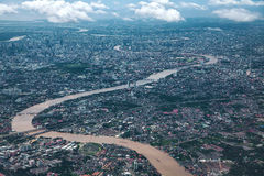 Chaoprayarivier en de stad van Bangkok Royalty-vrije Stock Fotografie