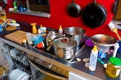 Chaos in der Küche Stockbilder