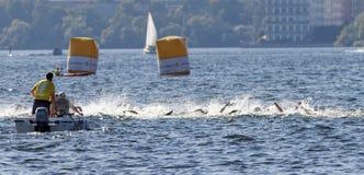 Chaos dopłynięcie ręki w łodziach i wodzie Obrazy Stock