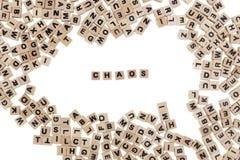 Chaos in kleine houten kubussen wordt geschreven die Stock Afbeeldingen