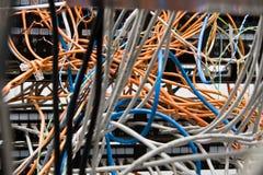Chaos von den Drähten und von den Kontakten lizenzfreie stockbilder