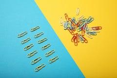 Chaosu i rozkazu wyb?r t?a komunikaci biznesowej konceptualnej ilustraci odosobniony biel zdjęcie stock