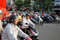 Chaotically scouter ruch drogowy w Ho Chi Minh mieście, Wietnam Zdjęcia Stock