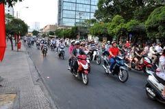 Chaotically scouter ruch drogowy w Ho Chi Minh mieście, Wietnam Fotografia Stock