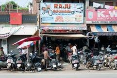 Chaotyczna motocykl remontowej usługa praca, India Obrazy Royalty Free