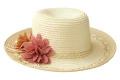 Chapéu bonito do verão com fita e flor para as mulheres isoladas no fundo branco imagens de stock