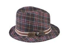 Chapéu com penas isoladas no fundo branco Imagens de Stock