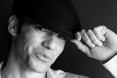Chapéu considerável do retrato do homem preto e branco foto de stock royalty free