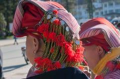 Chapéu da mulher do grupo étnico vermelho de Dao. Sapa imagens de stock royalty free