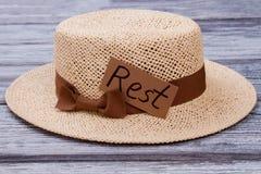 Chapéu de palha para descansar fotos de stock royalty free