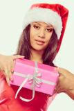 Chapéu de Papai Noel da raça misturada da menina com caixa de presente Fotos de Stock Royalty Free