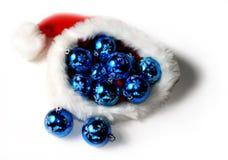 Chapéu de Santa com esferas do Natal Imagens de Stock