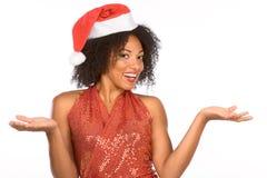 Chapéu desgastando étnico da Sra. Papai Noel de Flirty Fotos de Stock Royalty Free